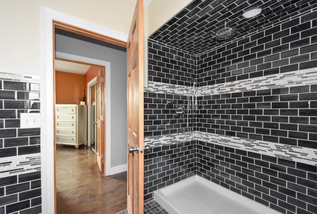 022 Apt-Bath-1024x690