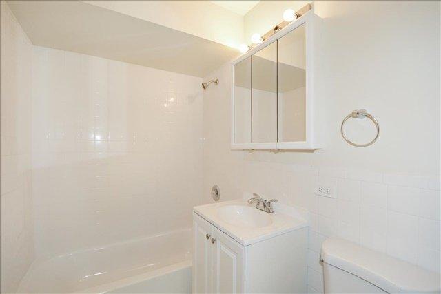 22-Gardenwest Bathroom