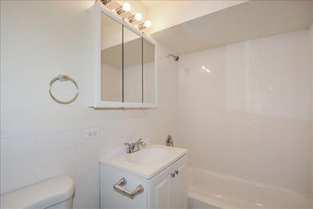 17-Garden2 Bathroom